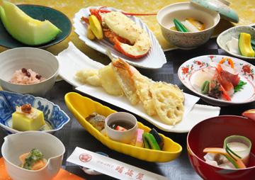 和食の達人が手間隙かけて作る 彩豊かな日本料理を